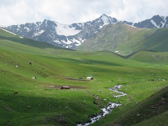 Kırgızistan'da dağlar