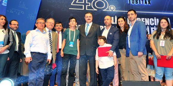Engel tanımadı görme engelli Arda Özgür Tubitak'ta Türkiye 3.'sü oldu