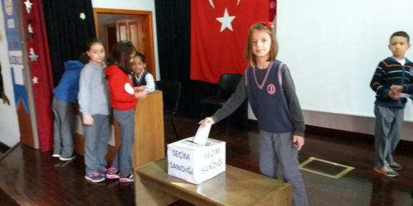 Gemlik Atatürk İlkokulu'nda seçim
