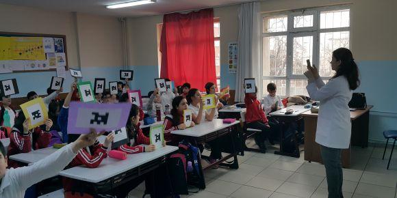 Karagümrük Ortaokulu Plickers uygulamasını kullanıyor