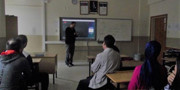 Uşak Alper Günbayram Ortaokulunda EBA tanıtım toplantısı gerçekleştirildi