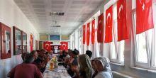 15 Temmuz Demokrasi Zaferi ve şehitlerimiz anısına dua ve okul duvarında slayt Pendik mesem