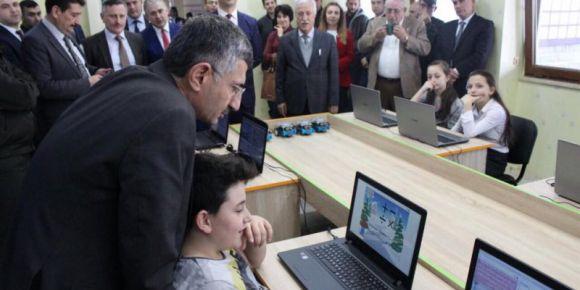 Hemşin'de KodlaRize Projesi kapsamında kodlama atölyesi açıldı