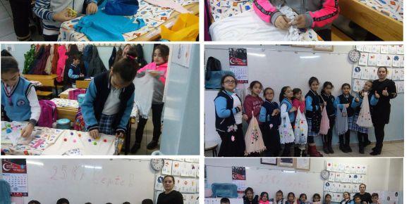 Tahsin Yentur İlkokulu 3/A sınıfı öğrencileri tişörtlerden çanta yaptı.