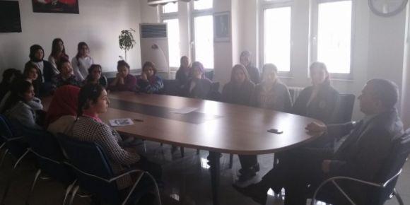 Okul Müdürümüz Mustafa Çapkan robot takımımız ile toplantı yaptı
