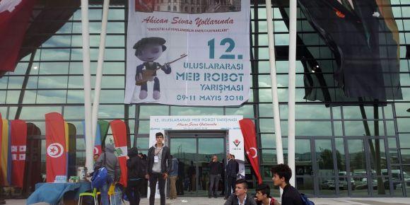 İstanbul Kadıköy Lisesi 12. Uluslararası MEB Robot Yarışması'ndaydı