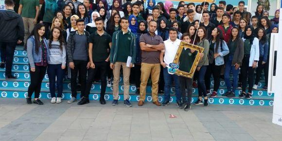 Kahramanmaraş 19 Mayıs Anadolu Lisesi Kütüphanecilik Kulübü öğrencileri kitap fuarında