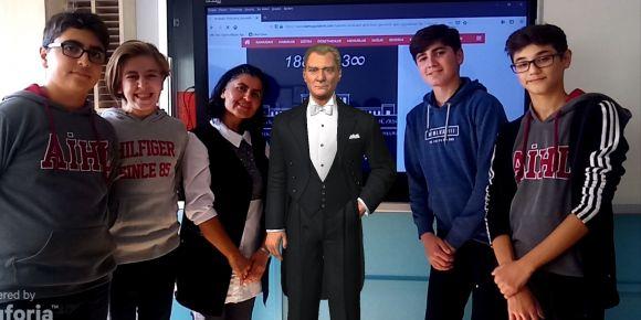 Biz de Atatürk ile fotoğraf çekildik