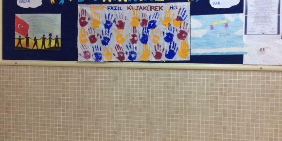 'We Have A Dream-Bir Düşümüz Var' e-twinning'te afiş hazırlığı