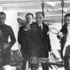 Atatürk, Halka Oynarken, 1930