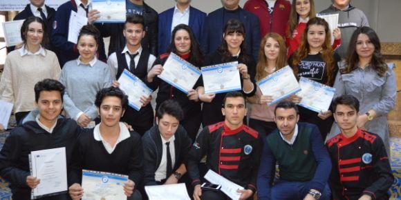 Turizm Lisesi öğrencilerinin sertifika heyecanı