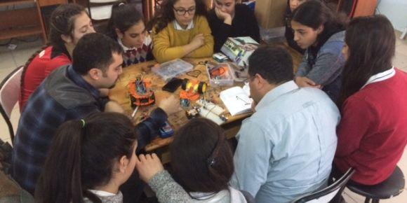 Av.Mahmut Düşün M.T.A.L. öğrencilerine STEM eğitimi veriliyor