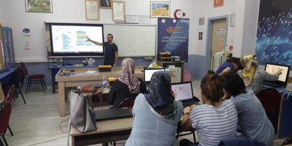 GÜMÜŞKOD projesi kapsamında düzenlenen Oyun Temelli Blok Kodlama Kursu