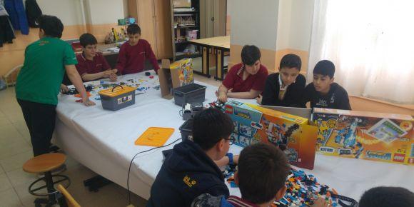 Sakarya Ortaokulu maker hareketi robotik kodlama eğitimine başladı