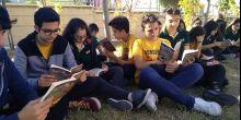 Sungurbey Anadolu Lisesi  Fareler ve İnsanlar kitabını okuyor
