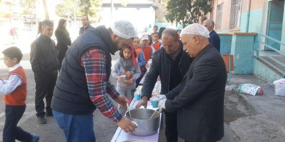 Nizip Cumhuriyet İlkokulu üzüm hoşafı ekmek ile Çanakkale etkinliği