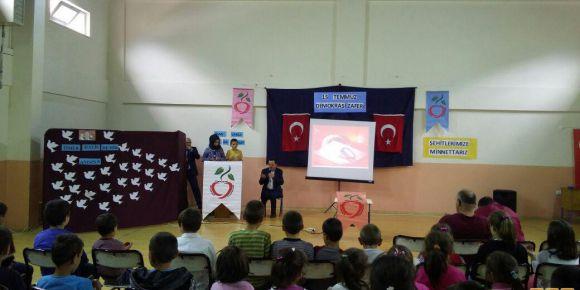 Kirazlık Cumhuriyet Ortaokulu'nda 15 Temmuz programı düzenlendi