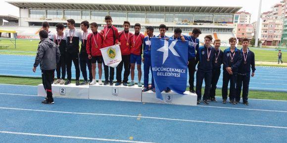 Kozağaç Ortaokulu atletizm takımı Türkiye 2.si oldu