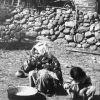 Ankara Beypazarı - hoyrat yemeği yiyen kadın ve çocuk