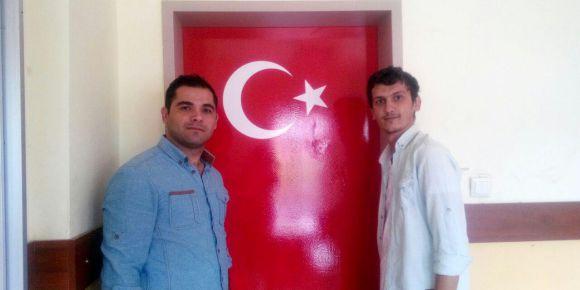 İhsaniye MTAL sınıf kapılarını bayrak motifi ile boyadı