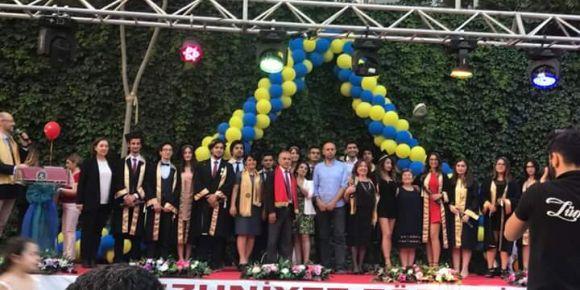 İstanbul Kadıköy Lisesinde mezuniyet töreni