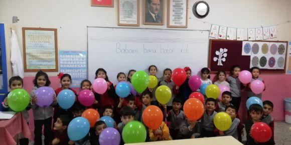 1/B sınıfı b sesini balonlarla öğreniyor
