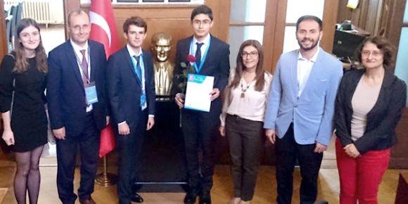 Liseliler 29. Avrupa Birliği Genç Bilim İnsanları yarışmasından ödülle döndüler