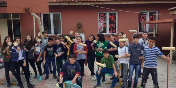 Alanya Tahir Tuluk Ortaokulu öğrencileri minik gönüllere fırçalarıyla iz bıraktılar