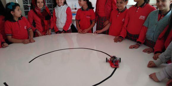 Uşak Şehit Mehmet Çetin İHO öğrencileri robotlarla tanışıyor