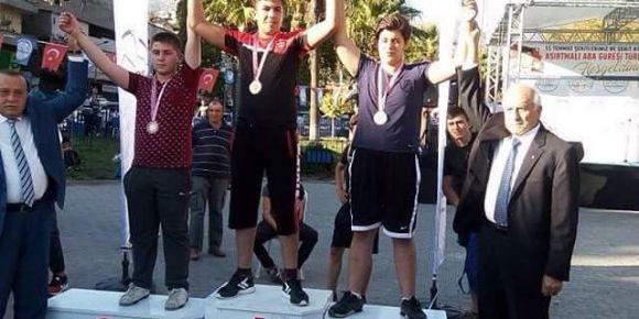 Kilis Anadolu İmam Hatip Lisesinin 2 Türkiye birinciliği birden