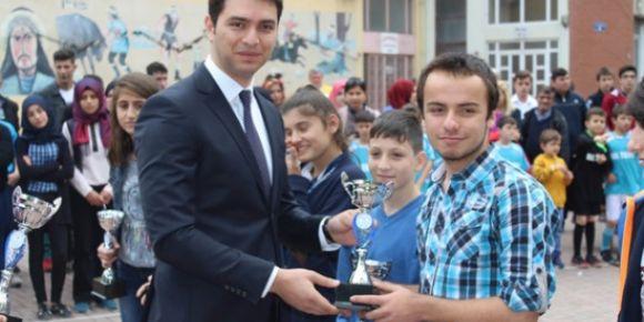 Türkiye klavye şampiyonası birincisi Kastamonu Bozkurt Ortaokulu'ndan