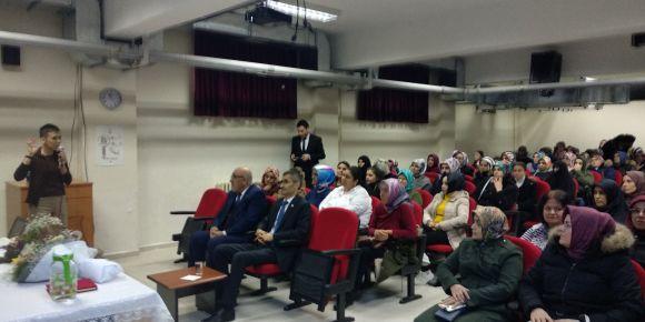 Veli akademileri projesinin konularından biri olan aile içi iletişim semineri verildi