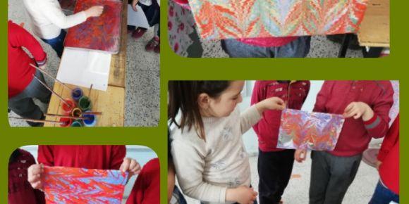 Sanat atölyesinde Ebru çalışmaları