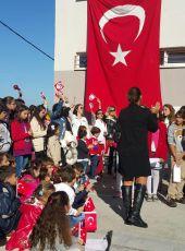 Urla Jale Necdet Özbelge İlkokulu ve Ortaokulu'nda Cumhuriyetin 92.yılı Coşkuyla  Kutlandı.
