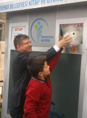 """MUHAMMED SUBAŞIOĞLU """"Yaşam paylaştıkça güzel"""" projesi kapsamında Abalıoğlu Yem Sanayi Ortaokulunu ziyaret etti."""