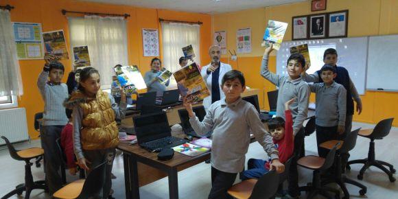 İZMİR-Urla Balıklıova Ortaokulunda her ay TÜBİTAK Bilim dergileri dağıtılıyor