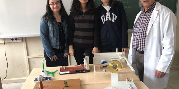 İstanbul Kadıköy Lisesi öğrencileri fizik projelerinde yer alıyor