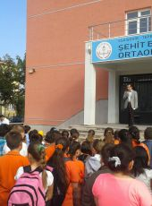 """Eskişehir-Tepebaşı-Şehit Barış Öztürk Ortaokulu 5. Sınıflar okula """"merhaba"""" dediler"""