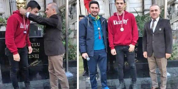 İstanbul Kadıköy Lisesinden sporda bir başarı daha