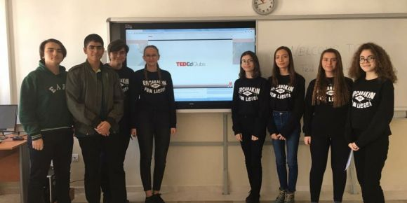 Ercan Akın Fen Lisesi Öğrencileri Yabancı Dil Becerilerini Ted-ed Kulüp ile Geliştiriyor.