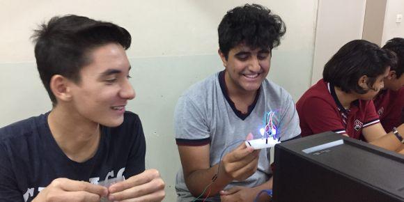 Ortaklar Fen Lisesi öğrencileri robotik ve kodlama öğreniyor