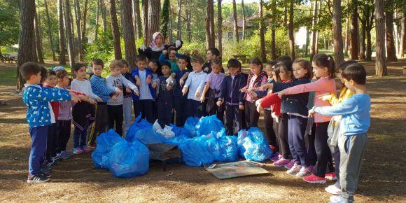 2/C sınıfı öğrencilerin çevre temizliği