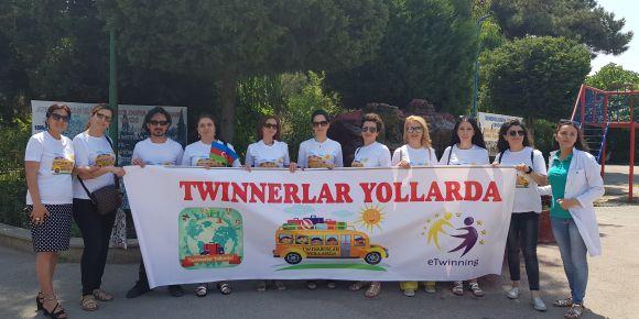 Twinnerlar yollarda ( twinners on road ) proje ekibi Azerbaycan yolcusu