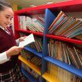 Kütüphanede  Öğrenci ve Öğretmenler