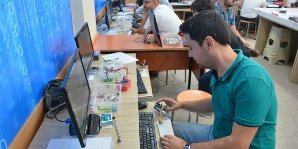 Robotik ve kodlama eğitmenliği programı tamamlandı