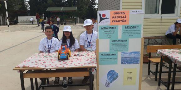 Bayramlı Ortaokulu öğrencileri güneş paneli ile çalışan traktör yaptılar