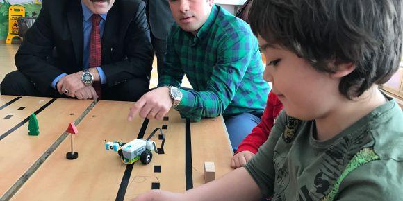 Salihli Kudret Demir Anasınıfında Robot ve Kodlama eğitimine başladı