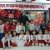 İstiklal Marşını güzel okuyan öğrenciler madalyalarına kavustu