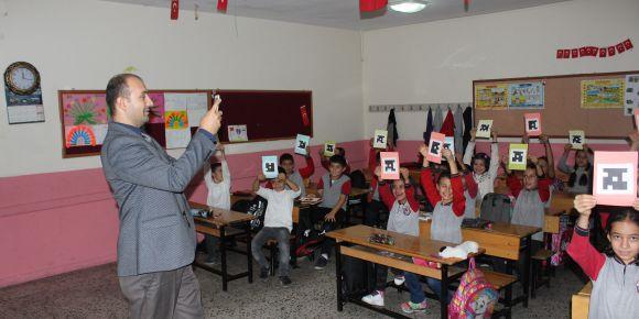 Öğrencilerimiz teknolojiden faydalanıyor