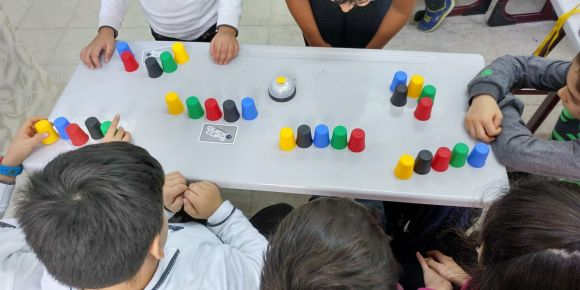 Pratik bardaklarla akıl oyunları oynadık